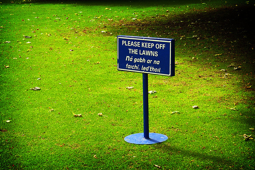 Please Keep Off The Lawns.